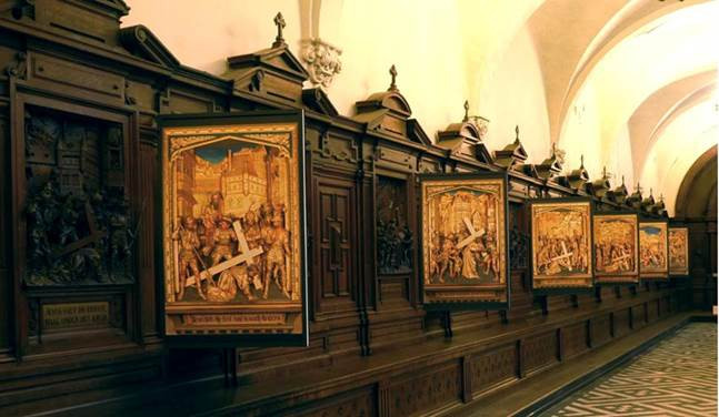De Gouden Kruisweg in de Sint-Pauluskerk Antwerpen.