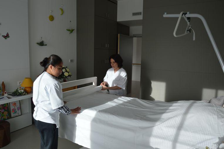 Het personeel krijgt deze week nieuwe duurzame werkkledij en de bewoners van de woonzorgcentra Edouard Remy en het Booghuys verwelkomen nieuw bedlinnen.