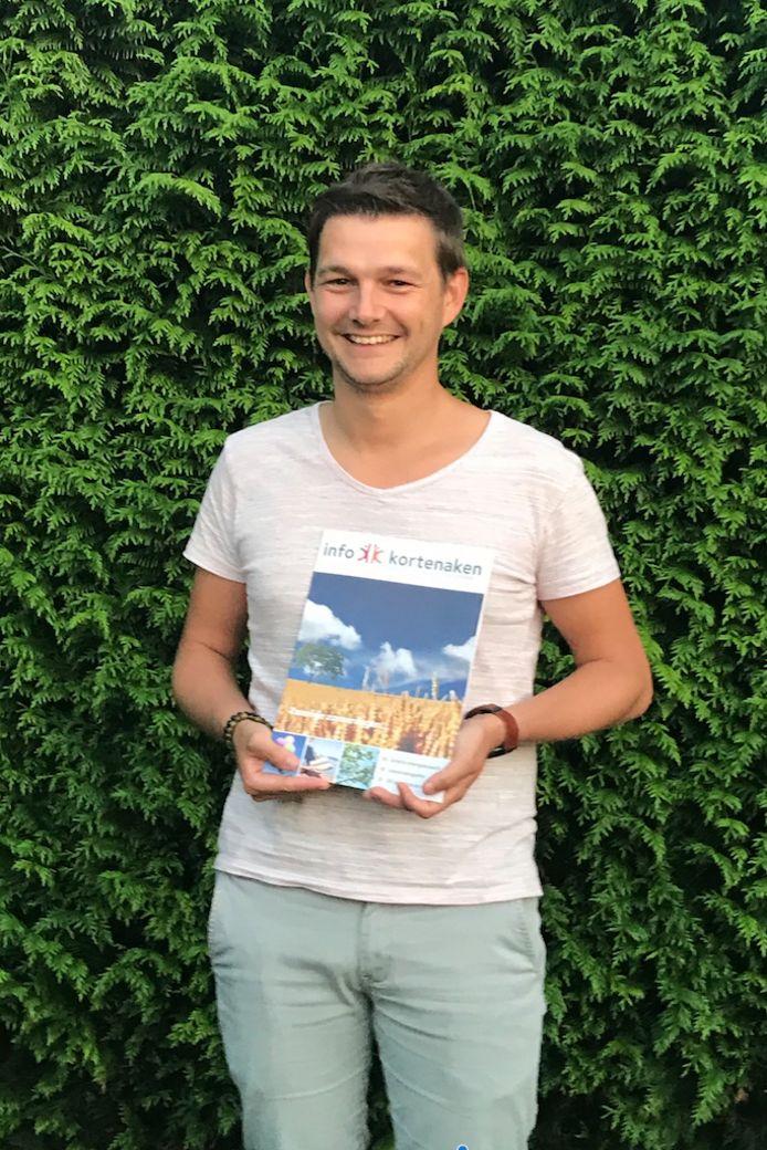 KORTENAKEN-Schepen Kristof Mollu met het infoblad