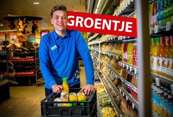 Groentje; Thom Zwaan uit Alphen hij is vakkenvuller bij de Hoogvliet. Foto: Frank de Roo