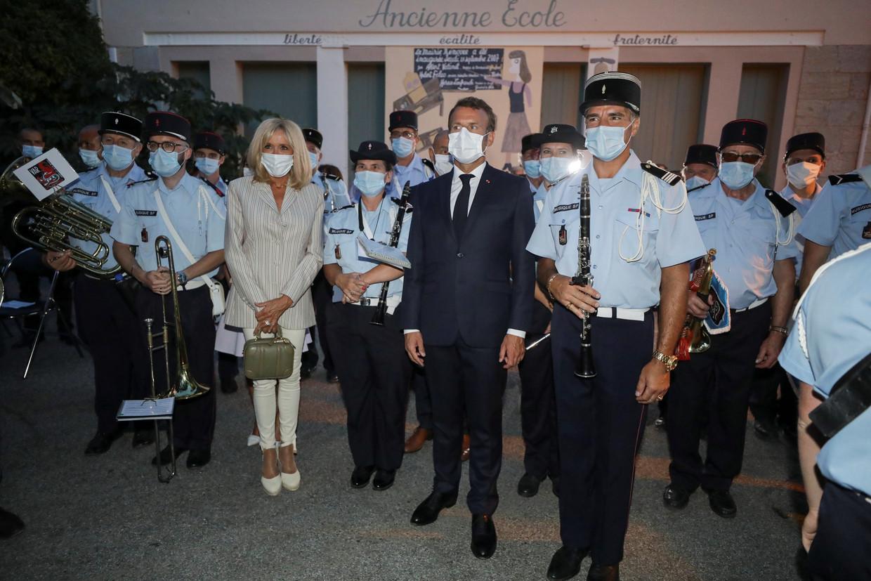 President Macron met een mondkapje. Beeld EPA