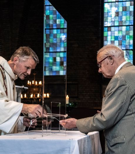 Katholieke kerken houden vast aan anderhalve meter: 'We wachten coronarichtlijnen bisschoppen af'