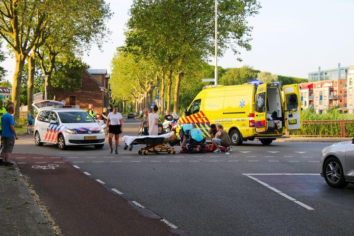 Bij een aanrijding met een busje is vanavond in Zutphen een scooterrijder zwaargewond geraakt.