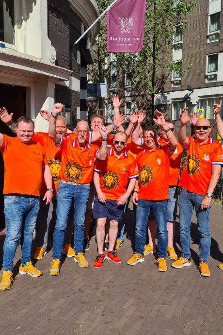 Oranjefans uit Borne zien af van trip naar Boedapest: 'Besmettingskans in vol stadion te groot'