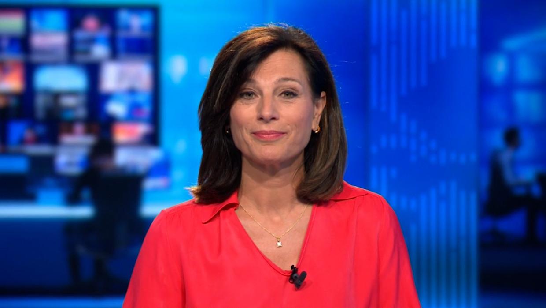 Birgit Van Mol richt zich tot de kijkers in haar laatste boodschap als nieuwsanker. Beeld VTM NIEUWS