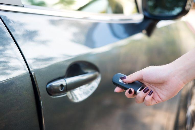 Beeld ter illustratie, nieuwe huiszoekingen in dossier rond grootscheepse oplichtingen met voertuigen.