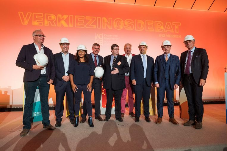 Alle kopstukken samen op een verkiezingsdebat: Peter Mertens (PVDA), Wouter Van Besien (Groen), Jinnih Beels (sp.a), Filip Dewinter (Vlaams Belang), Philippe De Backer (Open Vld), Bart De Wever (N-VA) en Kris Peeters (CD&V).
