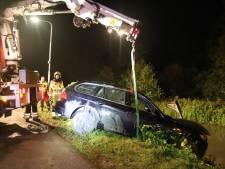 BMW met gestolen cameralenzen te water in Culemborg