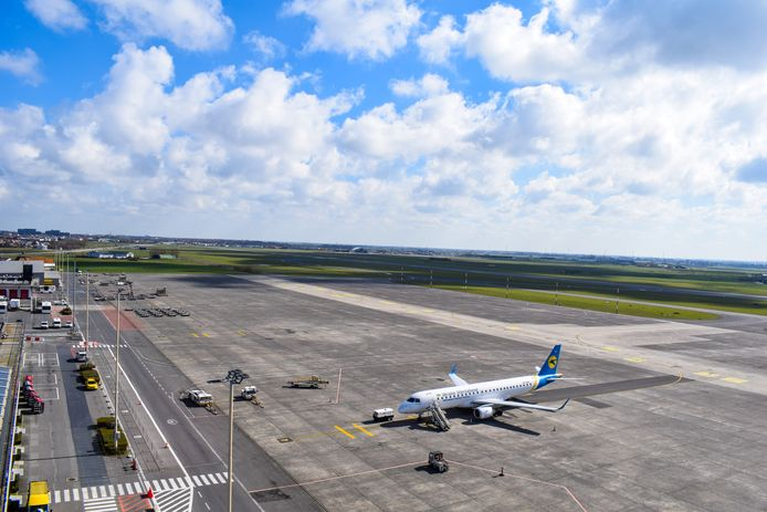 Onder meer de luchthavensite is volgens het rapport vervuild met PFOS.