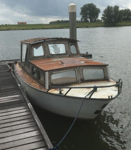 Recreatieschap zoekt eigenaar gedumpte boot