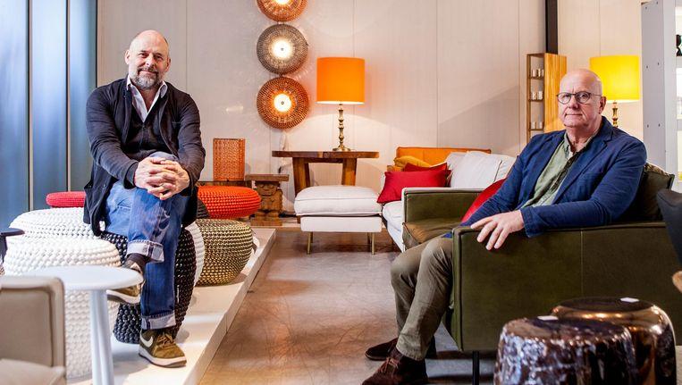 Creatief directeur Jan Wolleswinkel (links) en zakelijk directeur Theo Grootendorst van jubilerend interieurmerk pols potten Beeld Yvonne Brandwijk
