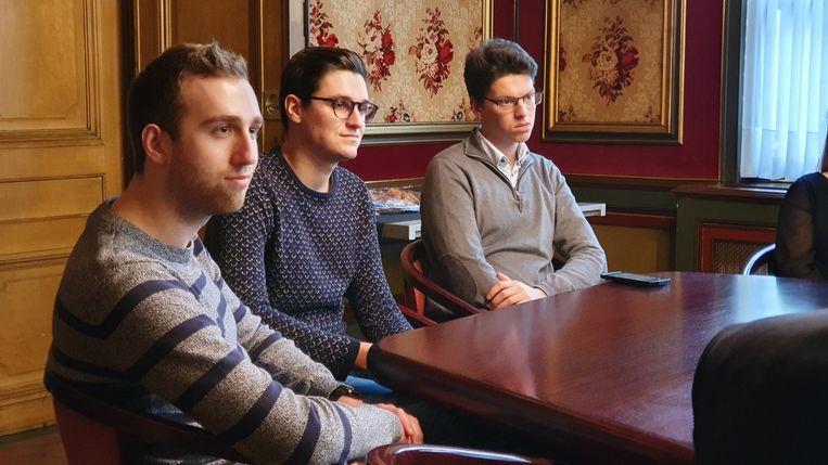 student Philippe Van Gerwen (uiterst rechts) was onder de indruk van het gesprek met de ambassadeur