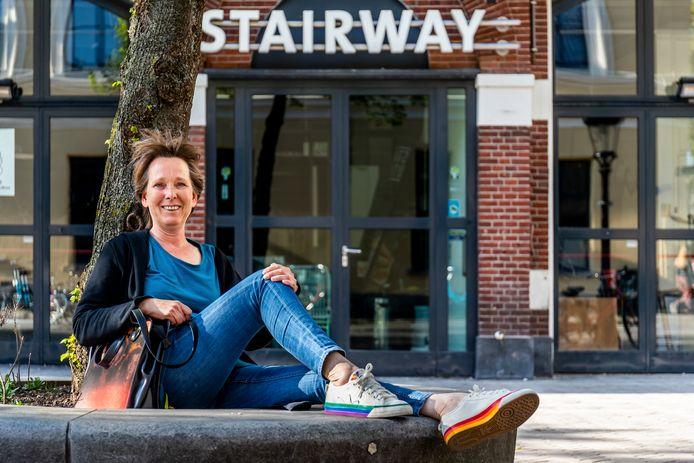 Paula Swieringa bij Stairway, waar haar eerste rubriek overging. Vroeger heette het Cartouche.