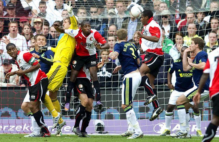 Andre Bahia van Feyenoord kopt de bal achter doelman Maarten Stekelenburg van Ajax en maakt de 1-2. Beeld