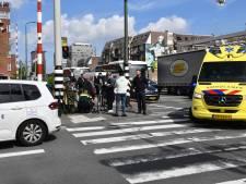 Fietsster gewond naar ziekenhuis na aanrijding met touringcar