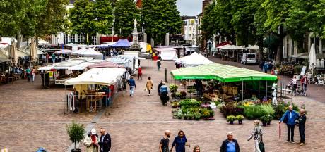 Grote gaten op zaterdagmarkt in Deventer: wie laat wie nu in de steek?