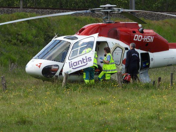 De mughelikopter bracht het slachtoffer over haar de psychiatrische afdeling van het ziekenhuis.