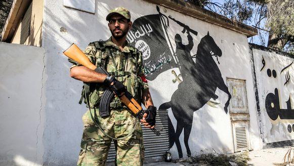 Het Turkse leger en de Syrische rebellen waren een goeie week geleden een offensief begonnen en hadden de grensstad Jarablus op de jihadisten veroverd.