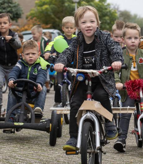 Haaksbergse leerlingen keren op ludieke wijze terug van Kinderboekenweekreis