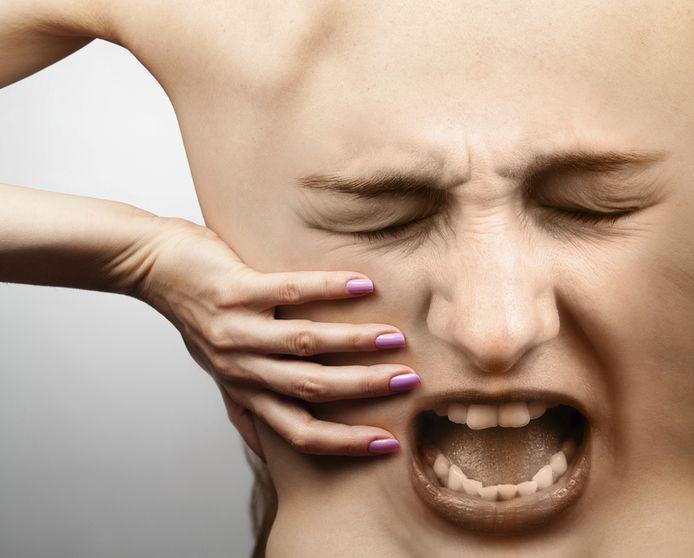 Pijn bij fibromyalgie vooral gericht op nek, schouders, lage rug, bekken en knieën.