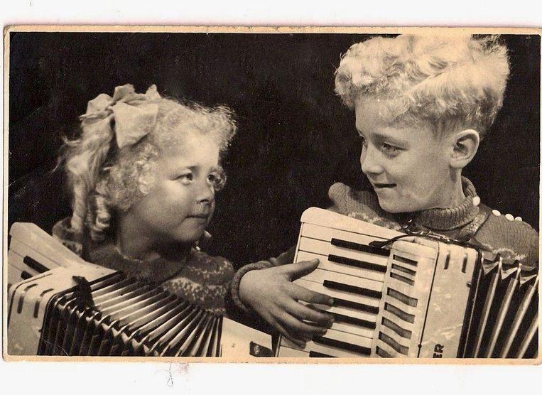 Jeannette en Tonny Eyk als accordeonduo Les deux Jeateux. Beeld