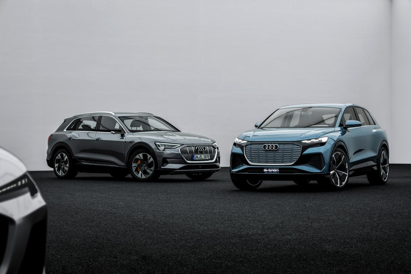De Audi e-tron (links) en Q4 e-tron Concept naast elkaar
