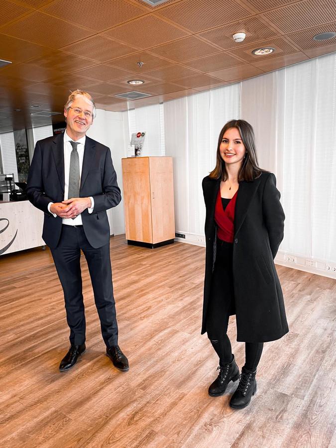 Noa Montalvo van Ling op bezoek bij minister Arie Slob voor Basis- en Voortgezet Onderwijs.
