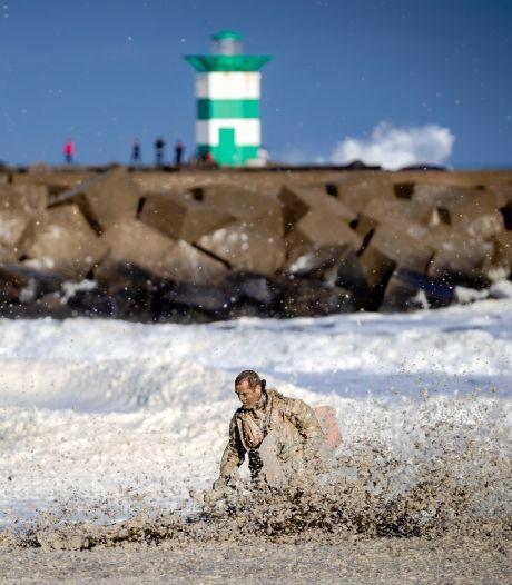 Alarmsysteem voor zeeschuim en zones in zeewater: onderzoek naar maatregelen na surfdrama