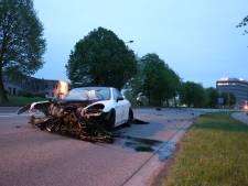 Gecrashte Porsche was gehuurd, bestuurder is nog steeds zoek