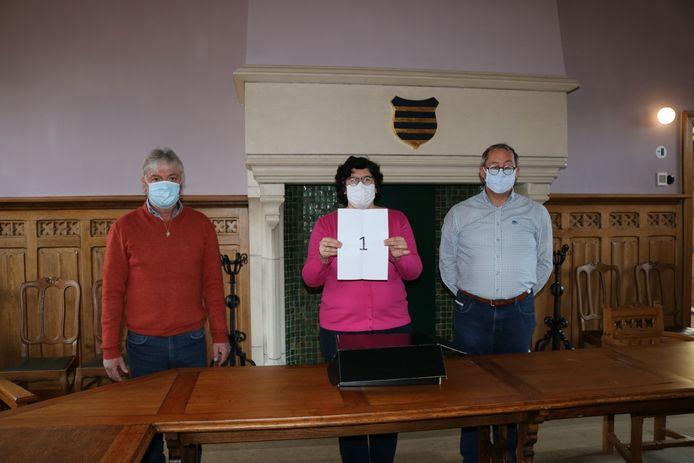 Marc Deprez, Lies Laridon en Marc De Keyrel tijdens de lottrekking.