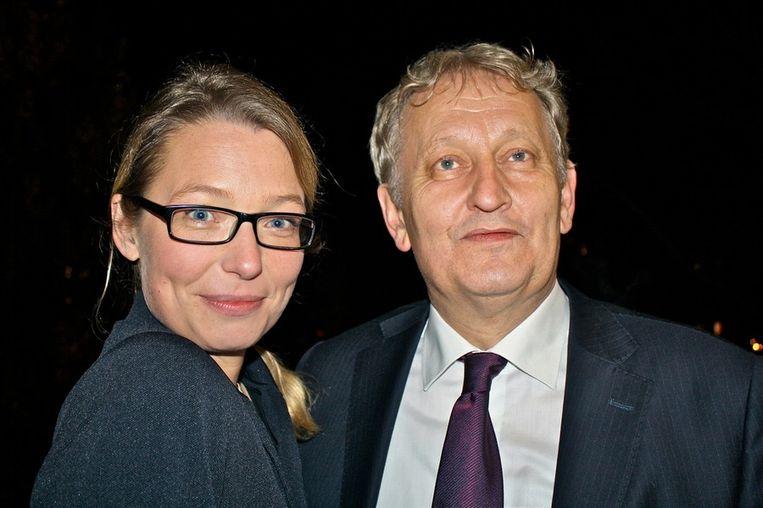 De burgemeester, een man met voorspellende gaven, en Femke, zijn vrouw. Beeld