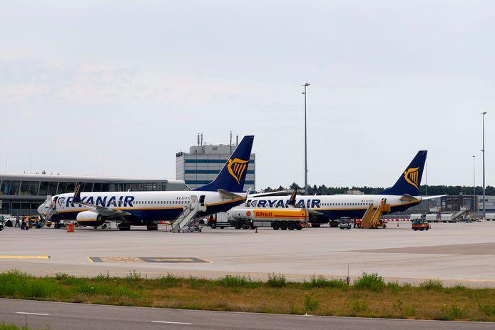 Toestellen van Ryanair op Eindhoven Airport.