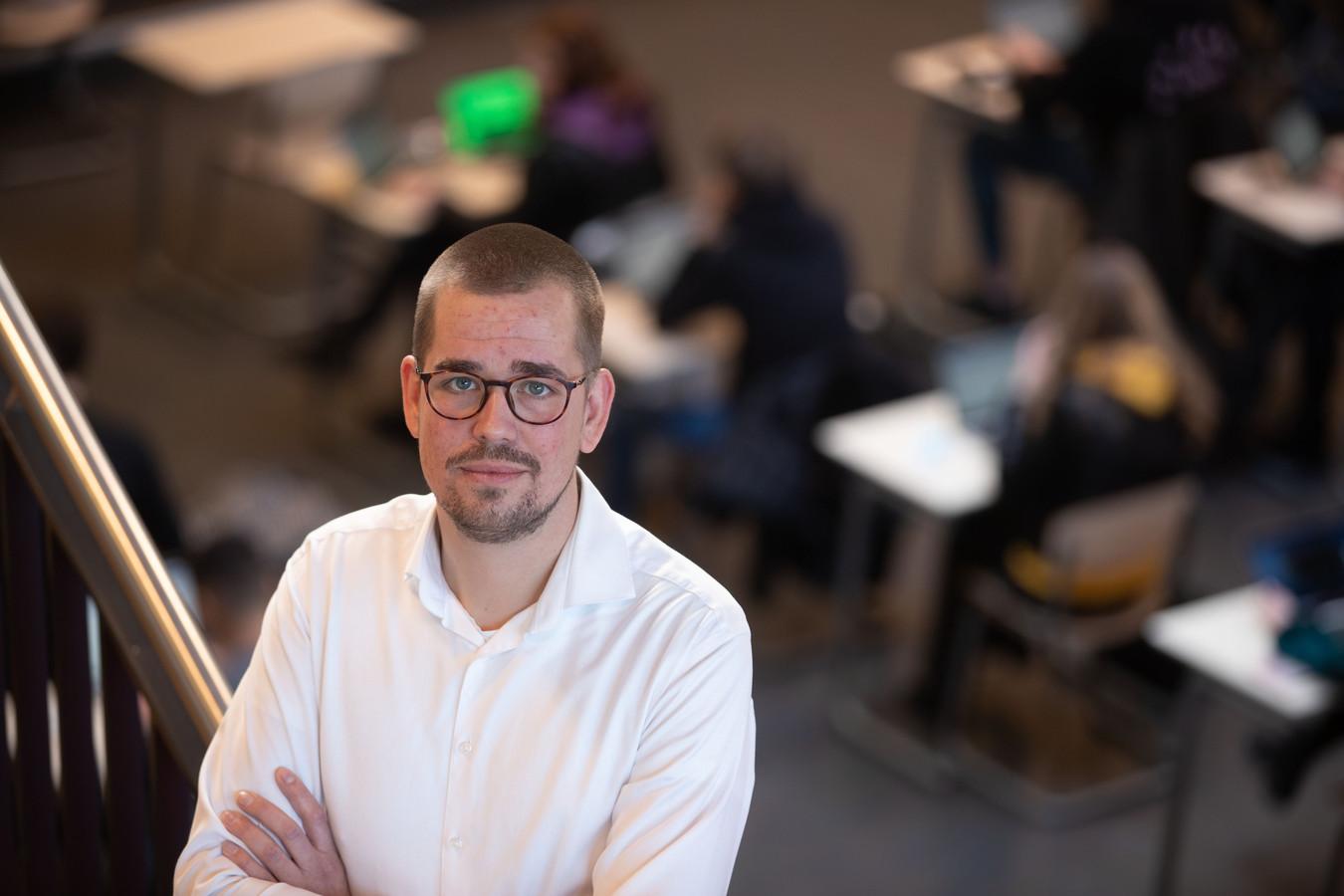 Mark Brijan, locatiedirecteur van Bonifatius mavo in Emmeloord, vindt dat de centrale eindexamens niet door moeten gaan.