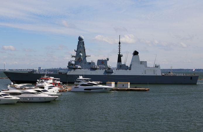 De HMS Defender.