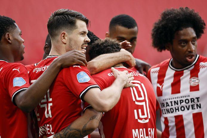 PSV lijkt tegen PEC Zwolle de tweede plek in de eredivisie veilig te hebben gesteld.