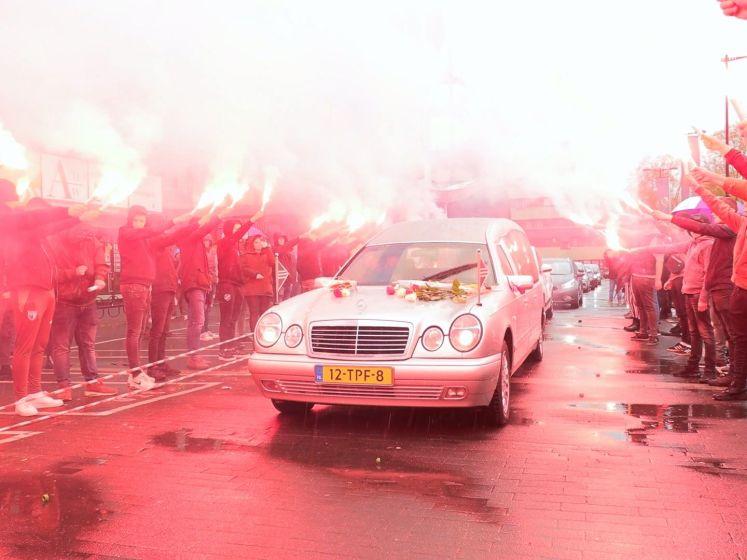 Supporters van FC Utrecht nemen afscheid van Adje