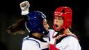 Reshmie Oogink balt in Rio de Janeiro de vuist na een gescoord punt in de kwartfinale tegen de Amerikaanse Jackie Galloway.