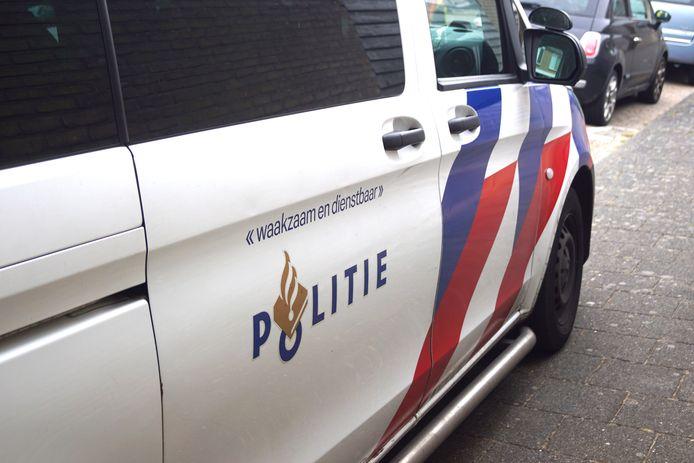 Een politiewagen tijdens een inzet ter illustratie.