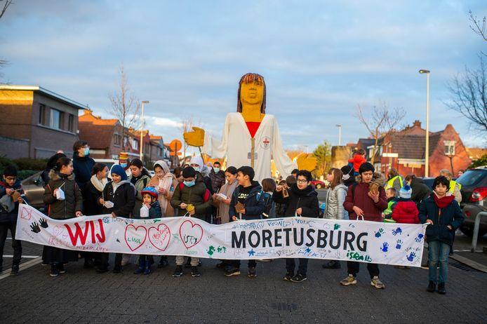 Metaalverwerkend bedrijf Umicore en de stad Antwerpen bieden de kinderen uit de wijken Moretusburg en Hertogvelden in Hoboken tijdens de krokus-, paas- en zomervakantie van 2021 gratis vakantieactiviteiten buiten de wijken aan.