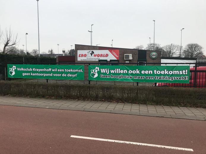 Spandoeken bij het sportcomplex van vv Krayenhoff aan de Energieweg in Nijmegen.