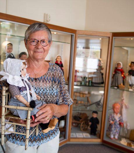 Een 'schatkist' aan klederdracht poppen uit nalatenschap van Holtense Diek Stegeman: 'Ik kan er tijden naar kijken'