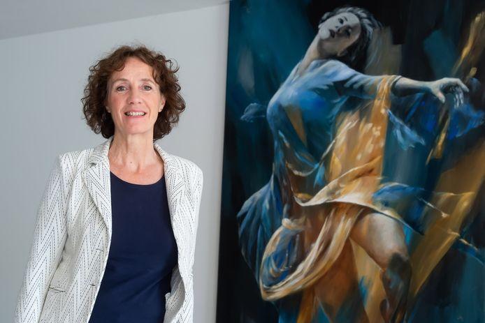 Etten-Leur - Pix4Profs/René Schotanus. Gedecoreerde: Wilma Borm-Dekkers naast haar werk De Sprong.