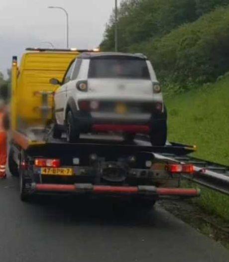 Man (92) met brommobiel en al van snelweg geplukt bij Utrecht
