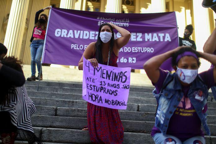 Manifestation pour rendre l'avortement légal au Brésil en cas de viol.