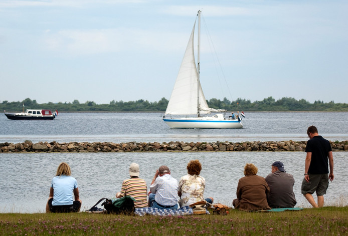 Het Grevelingenmeer vanaf het strandje van Bommenede bij Zonnemaire.