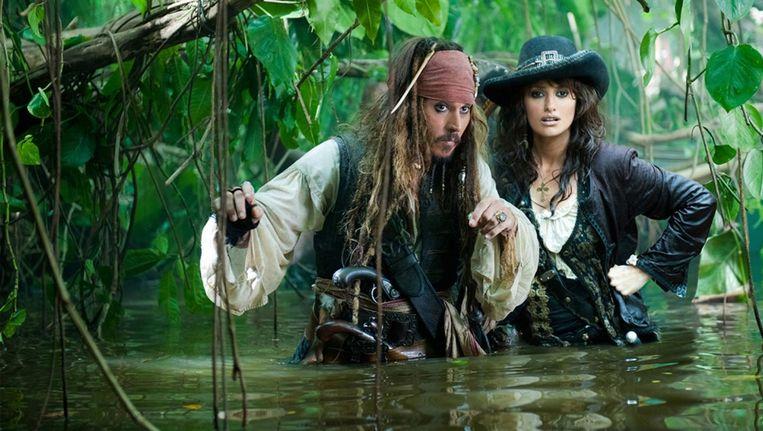 Kapitein Jack Sparrow (Johnny Depp) en tegenspeler Penelope Cruz in Pirates of the Caribbean: On Stranger Tides. Beeld