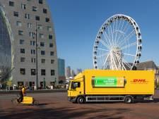 Eerste elektrische vrachtwagen DHL rijdt in centrum van Rotterdam