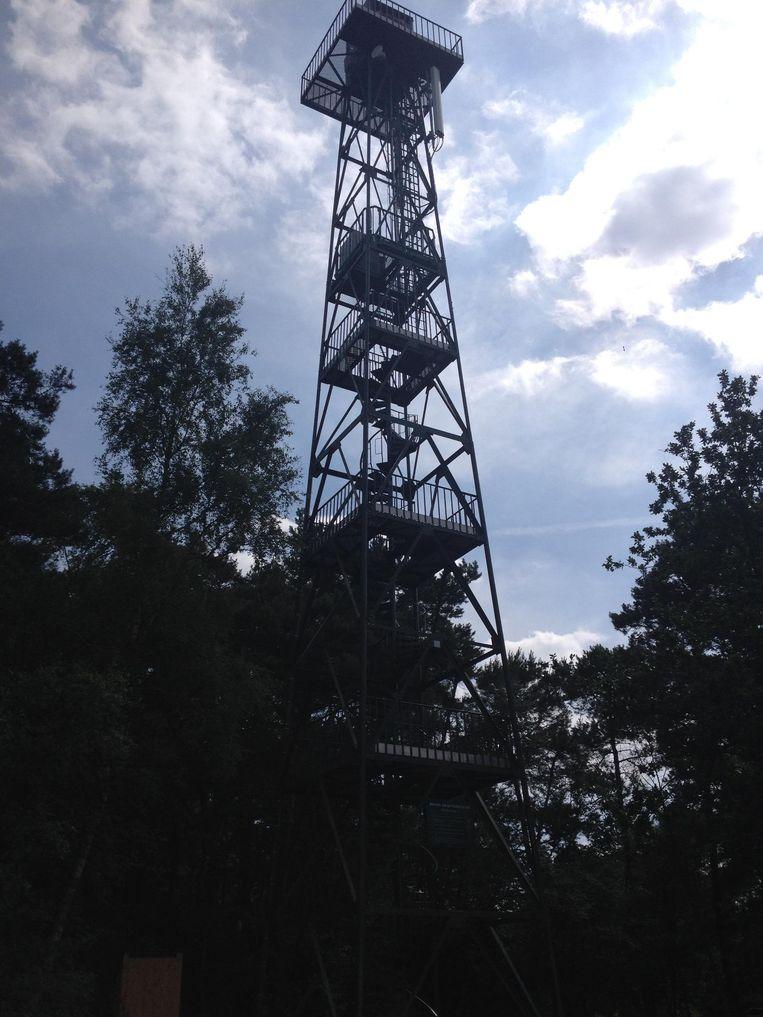 Op de Heide staat één brandtoren. Die wordt nu vervangen door een nieuw exemplaar dat bijna dubbel zo hoog is.