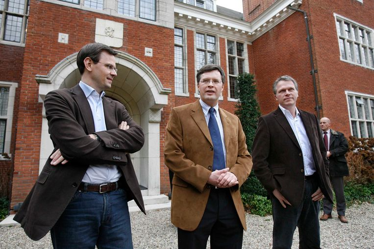 Andre Rouvoet (CU) premier Balkenende (CDA) en Wouter Bos (PvdA) staan de pers te woord na de formatiebespreking (januari 2007). Beeld Hollandse Hoogte /  ANP