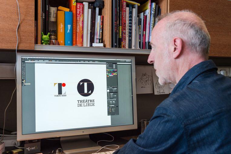 Olivier Debie met zijn logo en dat van Sano. Beeld AP